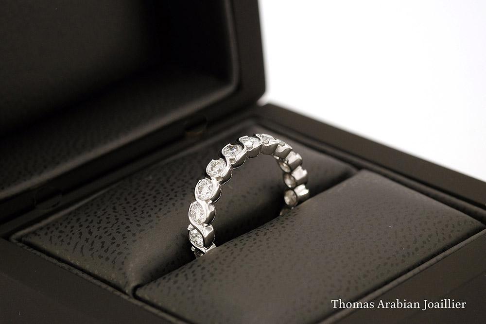 Alliance torsadée or blanc et diamants tour complet 2