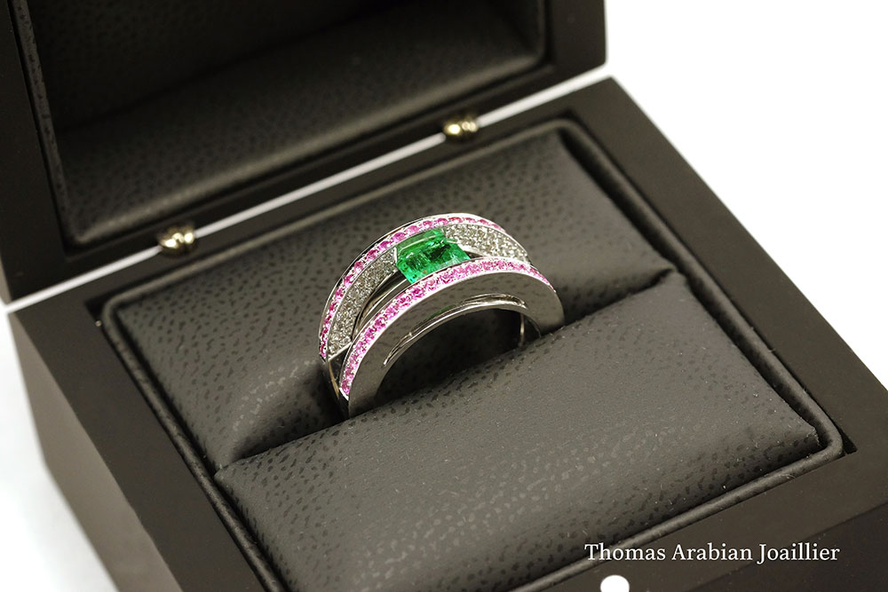 Bague Emeraude, Saphirs roses et Diamants