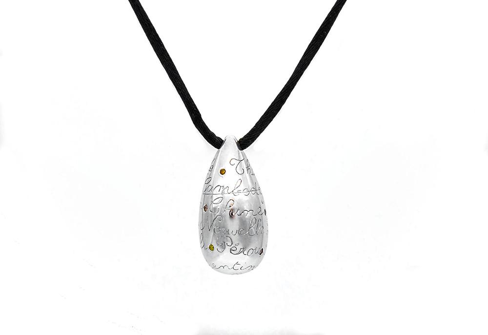 Pendentif or blanc et diamants 3