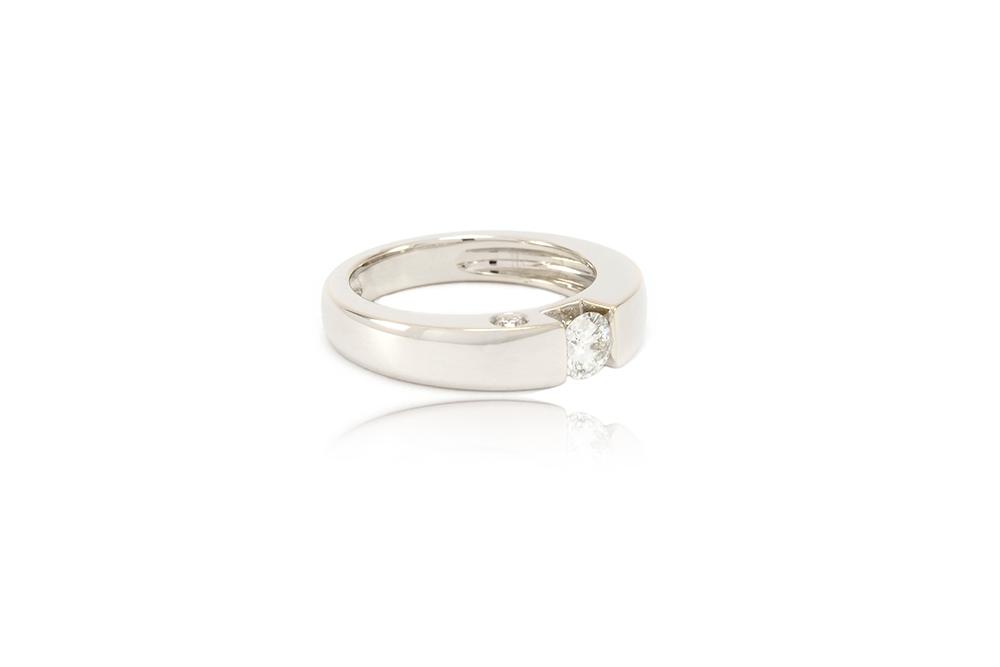 Bague de fiançailles - Solitaire épuré or gris et diamants 3