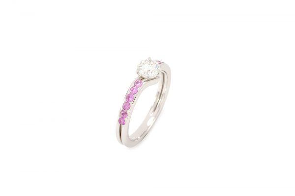 Bague Solitaire Burdigala - Diamant, Saphirs Roses et Or gris 3