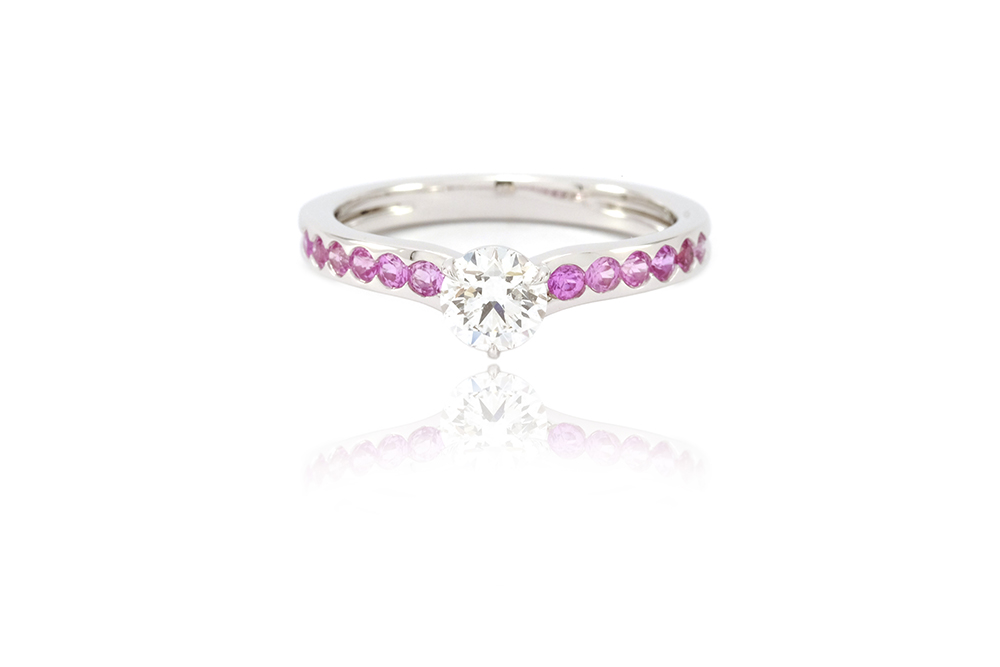 Bague Solitaire Burdigala - Diamant, Saphirs Roses et Or gris 5