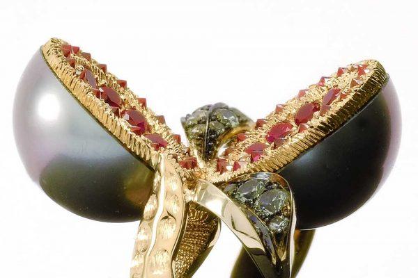 Bague Dionéas - Saphirs, Rubis et Perle de Tahiti - Or blanc et jaune 3