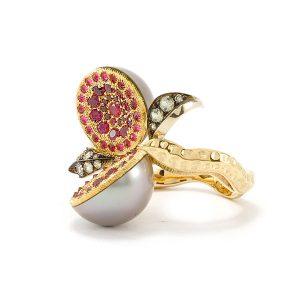 Bague Dionéas - Saphirs, Rubis et Perle de Tahiti - Or blanc et jaune - vignette