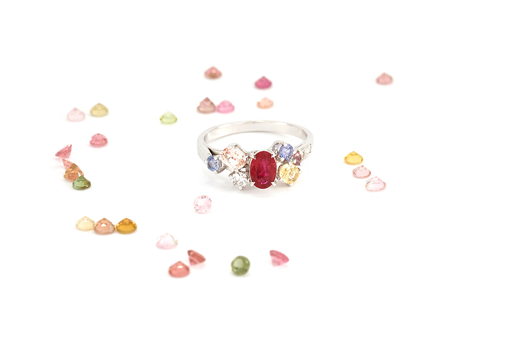 Bague Artémis - or blanc, rubis, saphirs et diamants 1