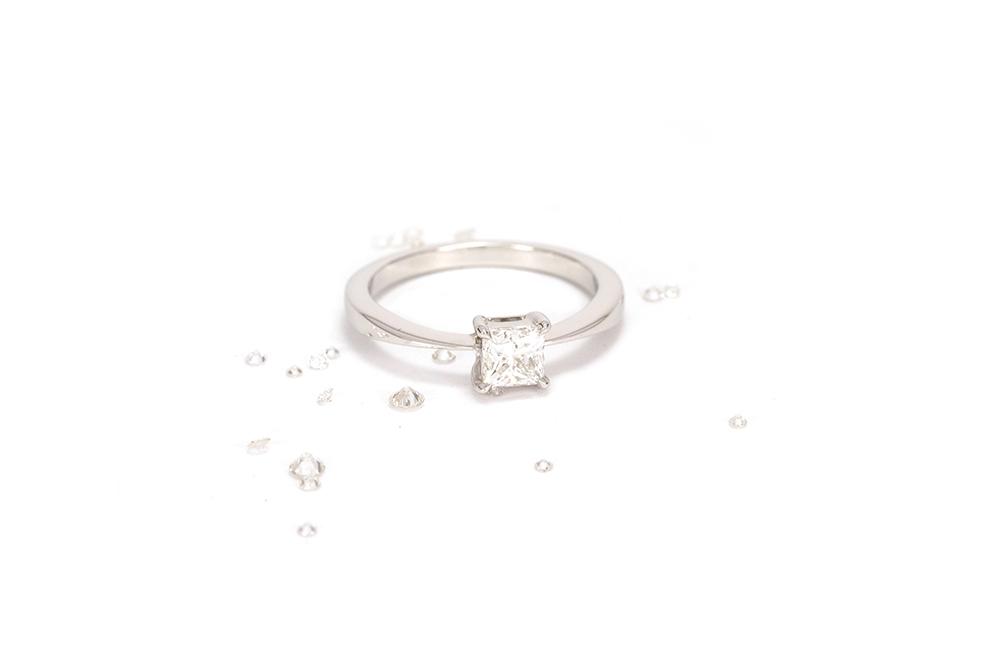 Solitaire Princesse - Or Blanc et Diamant Princesse 5