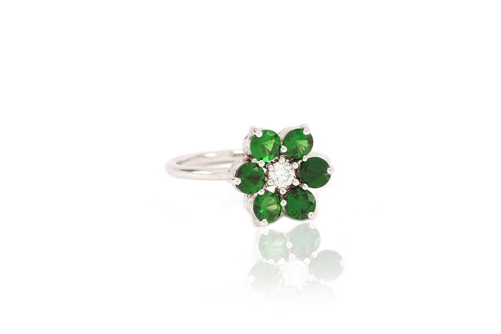Bague Lucky Charm, Tsavorites et diamant sur or blanc 1