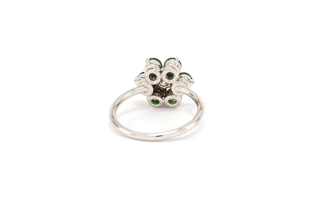 Bague Lucky Charm, Tsavorites et diamant sur or blanc 3