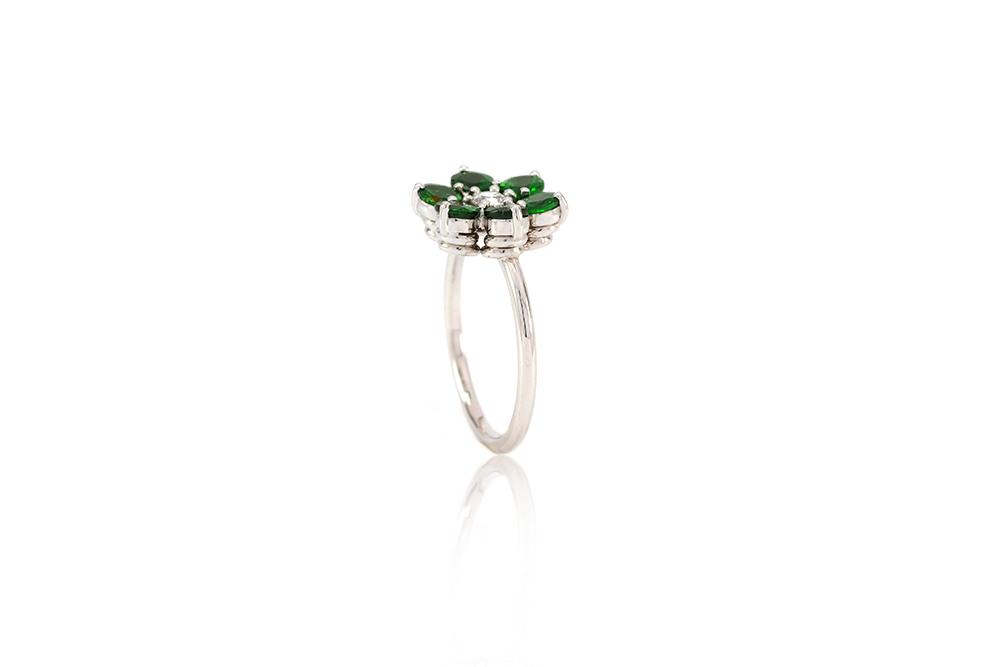 Bague Lucky Charm, Tsavorites et diamant sur or blanc 4