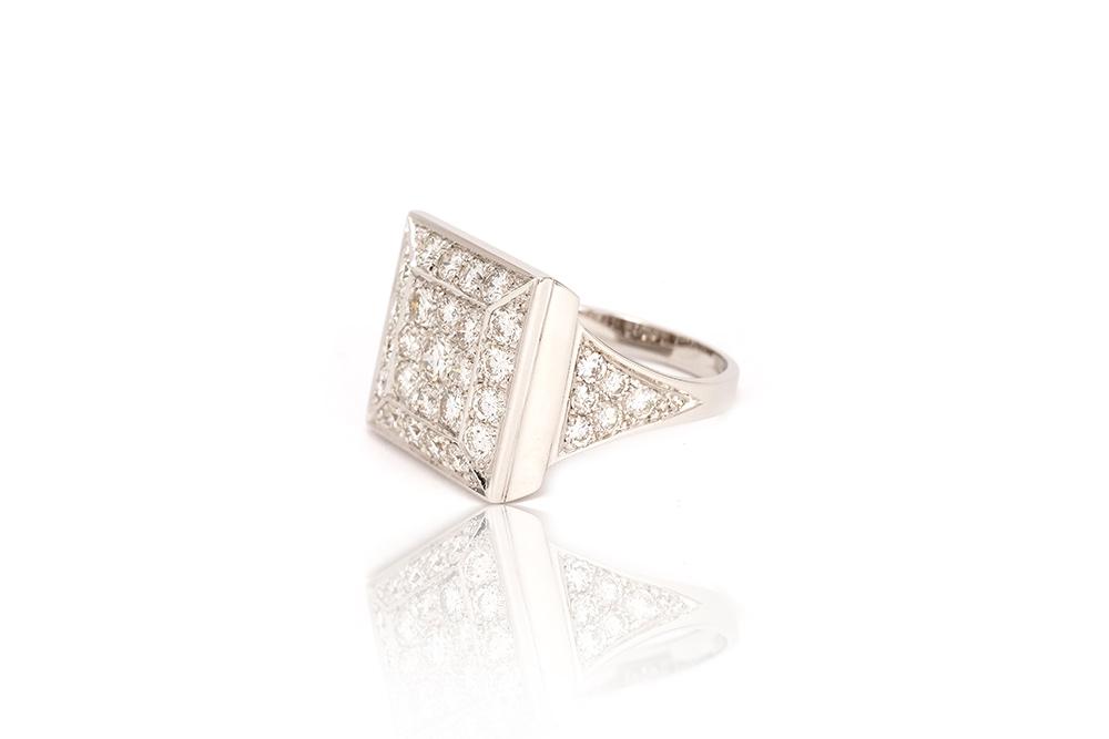Bague Art de Vivre, or blanc et diamants 2