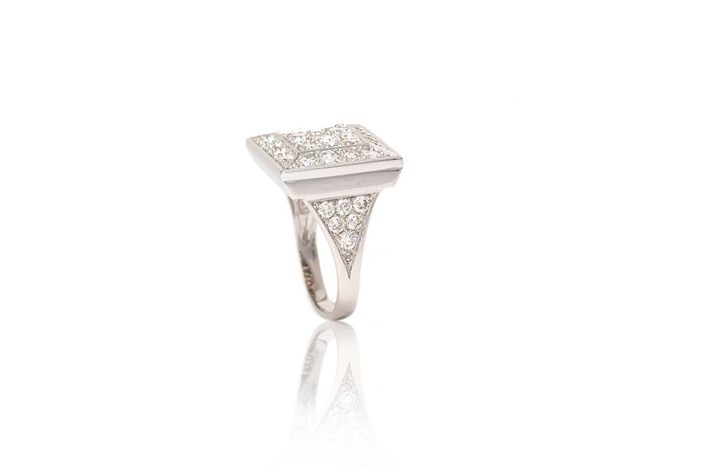 Bague Art de Vivre, or blanc et diamants 4
