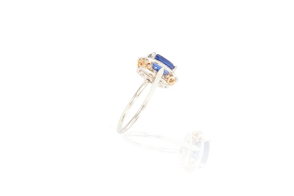 Bague entourage Océane, or blanc 18k, diamants et saphir 6