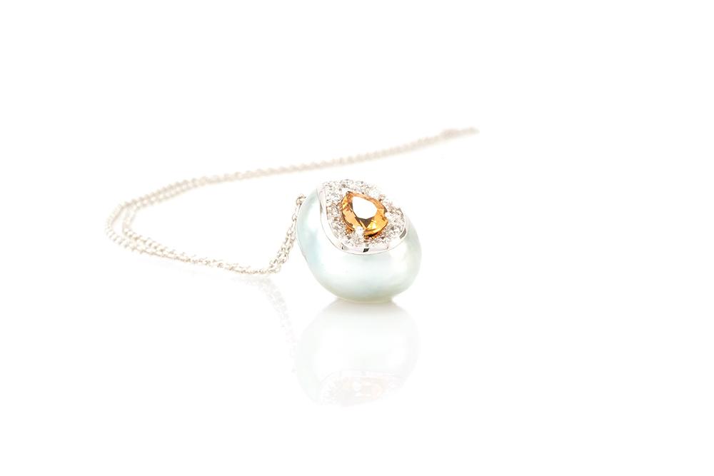 Pendentif Larme, or balnc, perle baroque, diamants et saphir orange 2