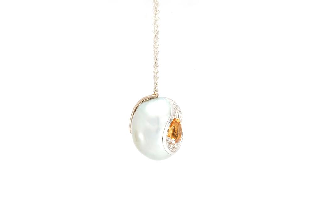 Pendentif Larme, or balnc, perle baroque, diamants et saphir orange 3